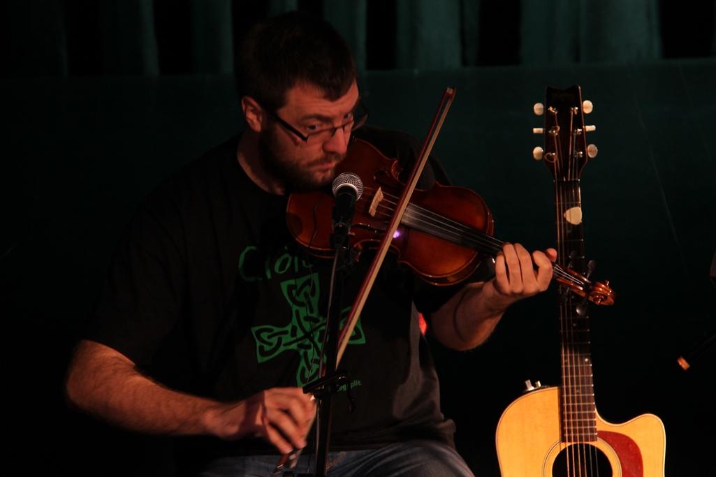 денис береснев вокал гитара автор фото персонаж